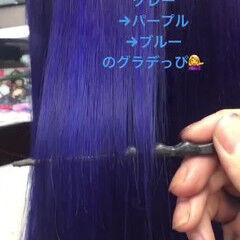 ロング ブルー ビビッドカラー ストレート ヘアスタイルや髪型の写真・画像