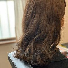 波ウェーブ カーキアッシュ 波巻き ナチュラル ヘアスタイルや髪型の写真・画像