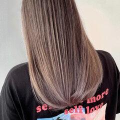 ホワイトベージュ バレイヤージュ ナチュラル 外国人風カラー ヘアスタイルや髪型の写真・画像