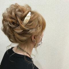 ミディアム アップ ハイトーン 後れ毛 ヘアスタイルや髪型の写真・画像