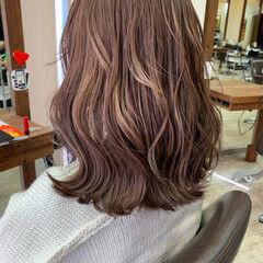 ミルクティー ミルクティーベージュ ミディアム ミルクティーアッシュ ヘアスタイルや髪型の写真・画像
