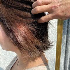フェミニン くせ毛 外ハネ インナーカラー ヘアスタイルや髪型の写真・画像