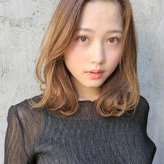 インナーカラー コテ巻き風パーマ 大人カジュアル 髪質改善 ヘアスタイルや髪型の写真・画像
