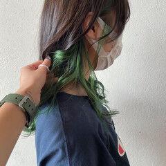 ロング インナーグリーン インナーカラー グリーン ヘアスタイルや髪型の写真・画像