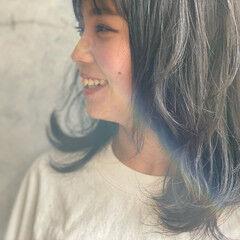 ロング アッシュグレージュ ナチュラル 前髪パッツン ヘアスタイルや髪型の写真・画像
