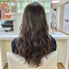 巻き髪 ロング ナチュラル ゆる巻き ヘアスタイルや髪型の写真・画像