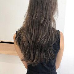 ロング ラベージュ グレージュ ミルクティーベージュ ヘアスタイルや髪型の写真・画像