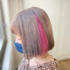 フェミニン ピンクベージュ インナーカラー ミニボブ ヘアスタイルや髪型の写真・画像