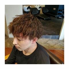 マッシュヘア メンズパーマ 無造作パーマ ナチュラル ヘアスタイルや髪型の写真・画像