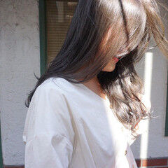 くすみカラー アンニュイほつれヘア 透明感 ナチュラル ヘアスタイルや髪型の写真・画像
