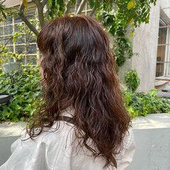 パーマ ナチュラル 無造作パーマ ロングヘア ヘアスタイルや髪型の写真・画像