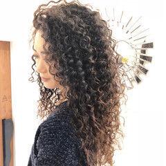 ロング バレイヤージュ パーマ ストリート ヘアスタイルや髪型の写真・画像