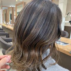 ミディアム ナチュラル グラデーション 透明感カラー ヘアスタイルや髪型の写真・画像