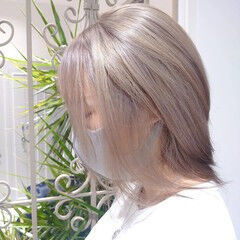 可愛い ハイトーンカラー ミルクティーベージュ ホワイトカラー ヘアスタイルや髪型の写真・画像