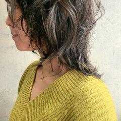 ミディアム くびれカール ナチュラルウルフ ニュアンスウルフ ヘアスタイルや髪型の写真・画像