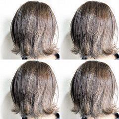 ホワイトグレージュ ナチュラル ミルクティーグレージュ グレージュ ヘアスタイルや髪型の写真・画像