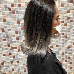 ホワイトグラデーション セミロング 透明感カラー グラデーションカラー ヘアスタイルや髪型の写真・画像