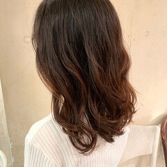 フェミニン コテ巻き風パーマ ヘルシースタイル セミロング ヘアスタイルや髪型の写真・画像