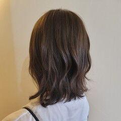 ミディアム アンニュイ 切りっぱなしボブ オリーブベージュ ヘアスタイルや髪型の写真・画像