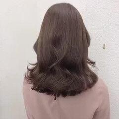 ミディアム ナチュラル ブリーチなし イルミナカラー ヘアスタイルや髪型の写真・画像