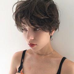 パーマ カーリーヘアー 小顔ショート ナチュラル ヘアスタイルや髪型の写真・画像