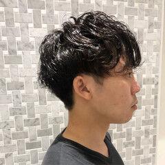 無造作パーマ メンズパーマ ナチュラル メンズマッシュ ヘアスタイルや髪型の写真・画像