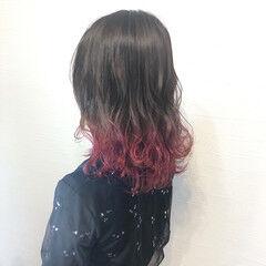 フェミニン かわいい ミディアム コテ巻き ヘアスタイルや髪型の写真・画像