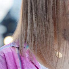 プラチナブロンド ミルクティーベージュ ブロンドカラー ナチュラル ヘアスタイルや髪型の写真・画像