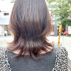 ミディアム ナチュラルウルフ ひし形シルエット 透明感カラー ヘアスタイルや髪型の写真・画像