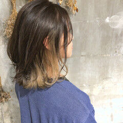 ミルクティーベージュ ウルフレイヤー ミディアムレイヤー ナチュラル ヘアスタイルや髪型の写真・画像