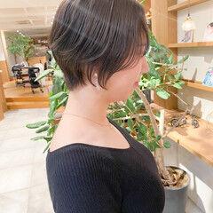 ショートヘア ベリーショート ミルクティーグレージュ ナチュラル ヘアスタイルや髪型の写真・画像