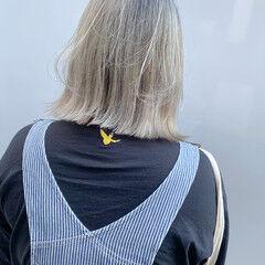 ヌーディベージュ ブリーチカラー ホワイトベージュ シルバーグレージュ ヘアスタイルや髪型の写真・画像