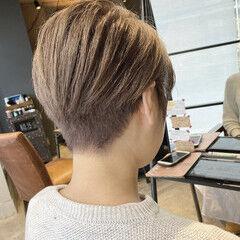 刈り上げショート ミルクティーベージュ 刈り上げ女子 ショート ヘアスタイルや髪型の写真・画像