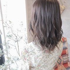 フェミニン ミルクグレージュ グレージュ ミディアム ヘアスタイルや髪型の写真・画像