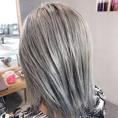 上品 ホワイトアッシュ ミディアム ブリーチ ヘアスタイルや髪型の写真・画像