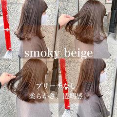ミディアム ブラウンベージュ ミルクティーグレージュ ツヤ髪 ヘアスタイルや髪型の写真・画像