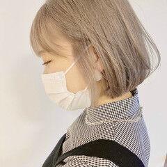 透明感カラー イエローベージュ ブロンドカラー ミニボブ ヘアスタイルや髪型の写真・画像
