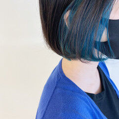 ターコイズブルー ナチュラル ターコイズ 切りっぱなしボブ ヘアスタイルや髪型の写真・画像