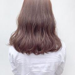 ミルクティーアッシュ ベージュ セミロング オフィス ヘアスタイルや髪型の写真・画像
