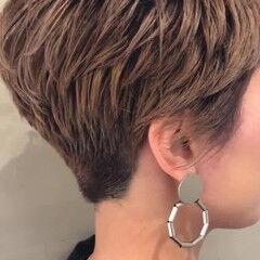 アッシュグレージュ ハイライト ブロンドカラー  ヘアスタイルや髪型の写真・画像