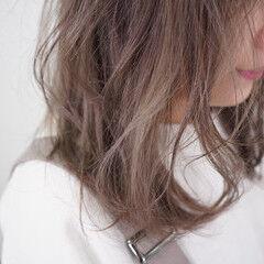 ミディアム レイヤーカット ハイトーン ブリーチ無し ヘアスタイルや髪型の写真・画像