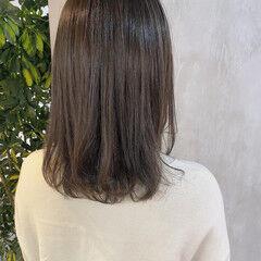 オリーブグレージュ ナチュラル ミディアム おしゃれさんと繋がりたい ヘアスタイルや髪型の写真・画像