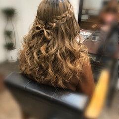 ガーリー 編み込み セミロング ヘアアレンジ ヘアスタイルや髪型の写真・画像