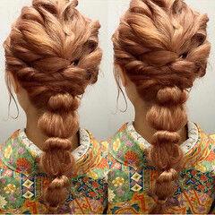 フェミニン ゴールドピン ハイライト セミロング ヘアスタイルや髪型の写真・画像
