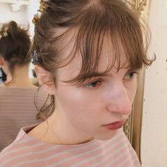 前髪パッツン 透明感 ミディアム 抜け感 ヘアスタイルや髪型の写真・画像