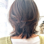 透明感カラー ナチュラルウルフ ミディアム ひし形シルエット