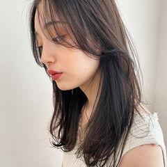オリーブグレージュ ミディアム ダークアッシュ ダークトーン ヘアスタイルや髪型の写真・画像