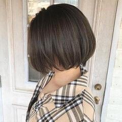 オリーブグレージュ ロング ナチュラル オリーブカラー ヘアスタイルや髪型の写真・画像