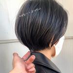 デートヘア 暗髪 ショート フェミニン