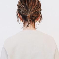 セルフヘアアレンジ ヘアアレンジ ポニーテールアレンジ 簡単ヘアアレンジ ヘアスタイルや髪型の写真・画像